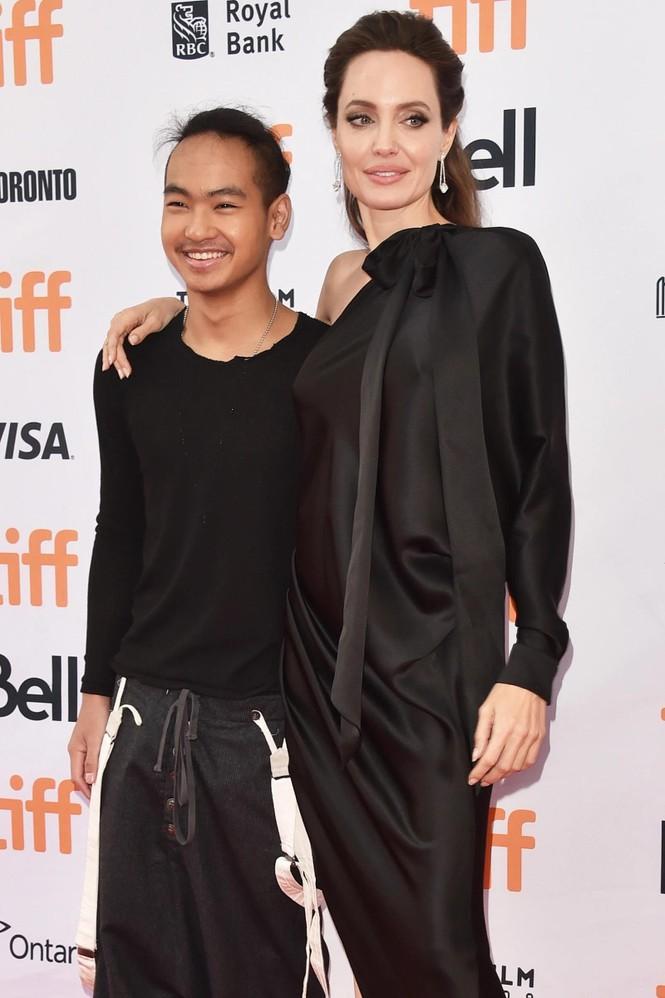 Angelina Jolie đưa con trai Maddox nhập trường đại học ở Hàn Quốc - ảnh 4