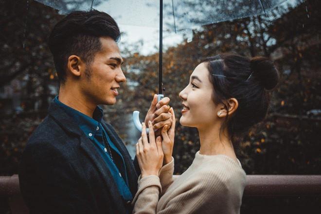 Ngại yêu đương, giới trẻ Singapore thuê người hẹn hò theo giờ - ảnh 1
