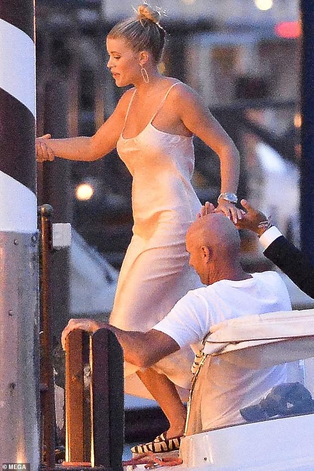 Nàng mẫu 9x Sofia Richie eo thon ngực đầy tại Venice - ảnh 7