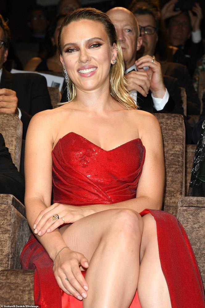 Cô đào gợi tình Scarlett Johansson khoe đường cong tròn đầy - ảnh 10