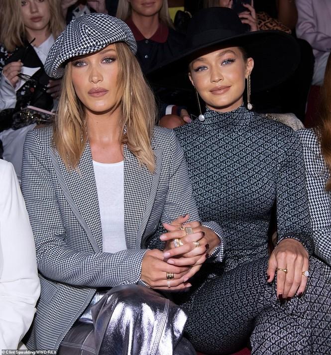 Bella Hadid nội y ren mỏng tang, chị gái Gigi Hadid mặc quần rách - ảnh 15