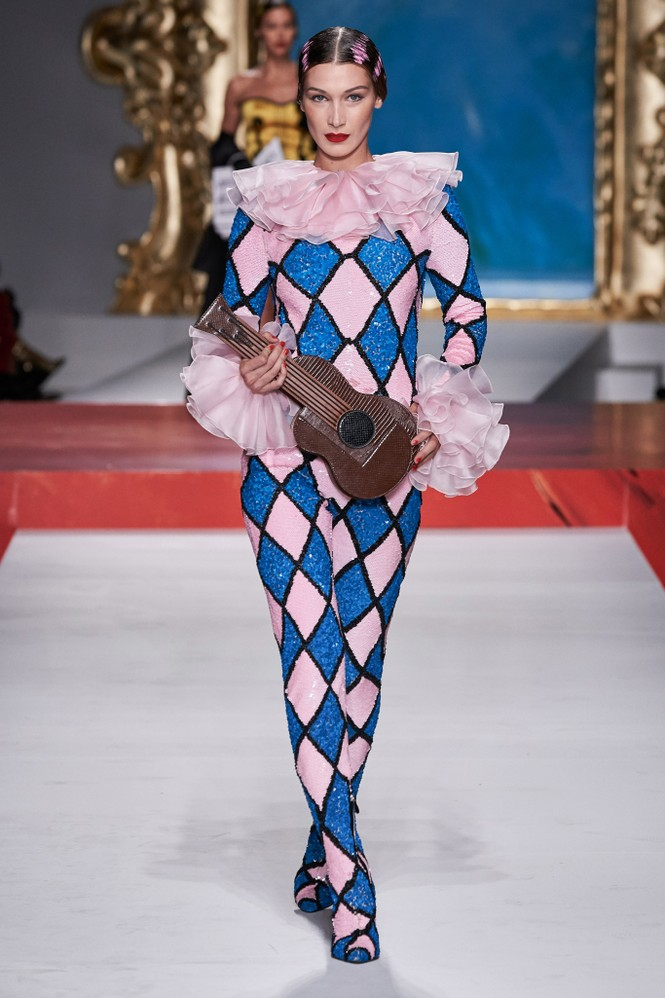 Siêu mẫu Nga Irina Shayk quyến rũ xuất thần trên sàn diễn Moschino - ảnh 18