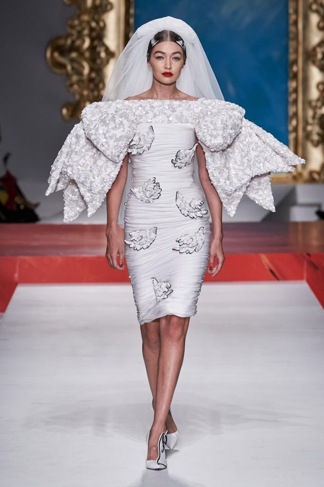 Siêu mẫu Nga Irina Shayk quyến rũ xuất thần trên sàn diễn Moschino - ảnh 14
