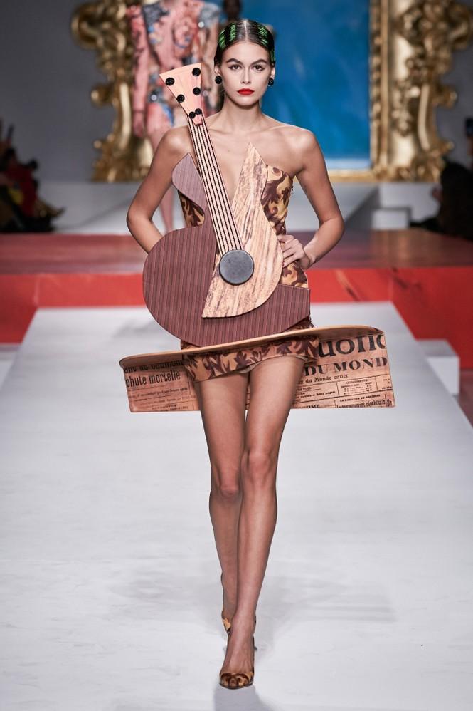 Siêu mẫu Nga Irina Shayk quyến rũ xuất thần trên sàn diễn Moschino - ảnh 11