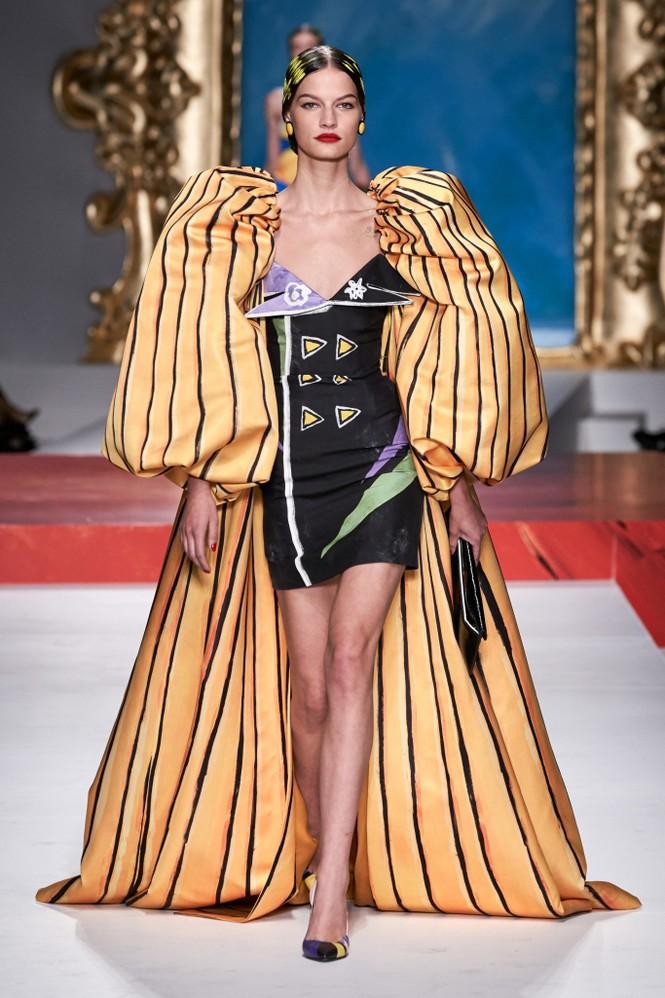 Siêu mẫu Nga Irina Shayk quyến rũ xuất thần trên sàn diễn Moschino - ảnh 22