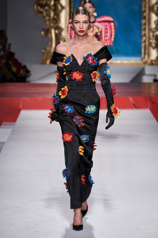 Siêu mẫu Nga Irina Shayk quyến rũ xuất thần trên sàn diễn Moschino - ảnh 19