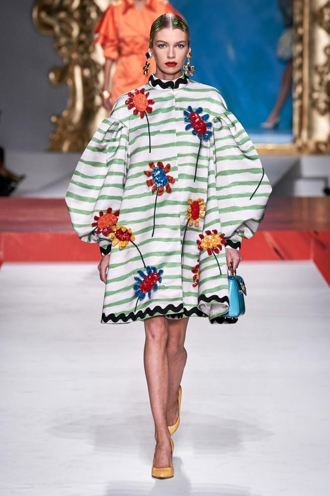 Siêu mẫu Nga Irina Shayk quyến rũ xuất thần trên sàn diễn Moschino - ảnh 20