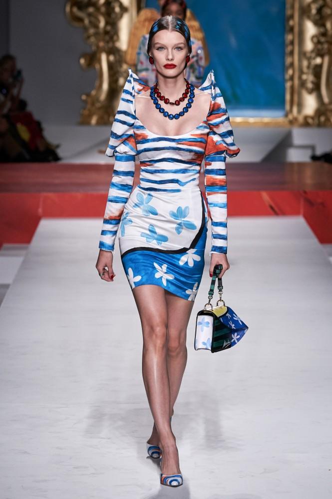 Siêu mẫu Nga Irina Shayk quyến rũ xuất thần trên sàn diễn Moschino - ảnh 27