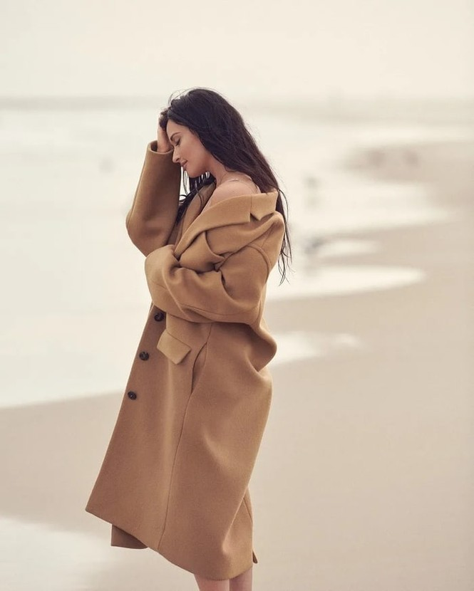 Nữ ca sĩ Mỹ Kacey Musgraves mặc táo bạo khoe đường cong nuột nà - ảnh 8