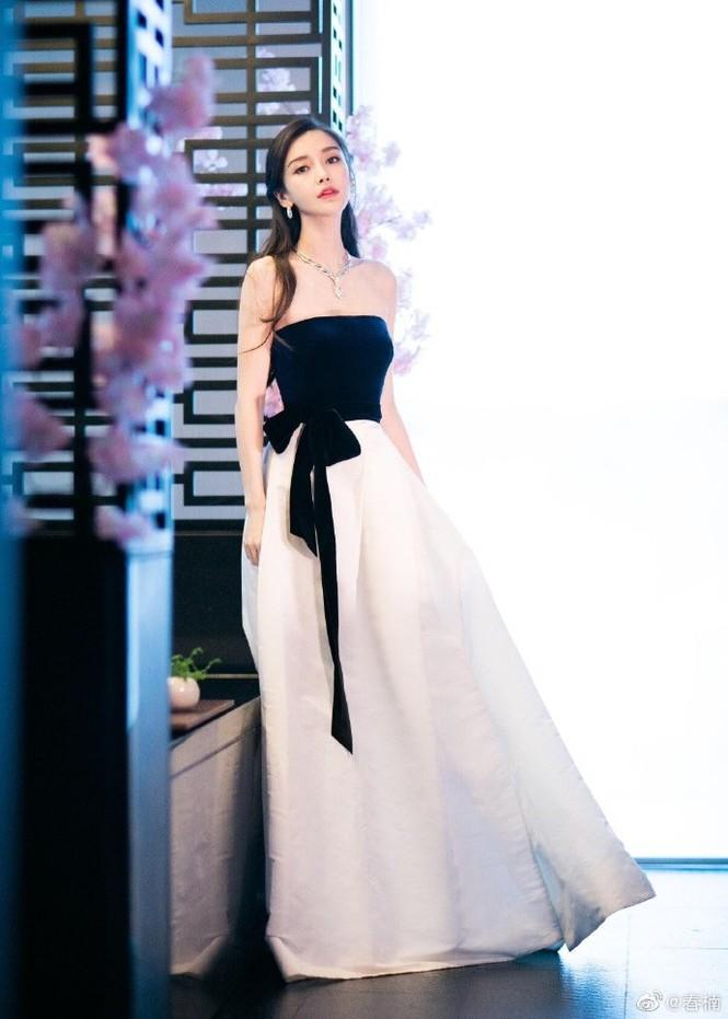 Angelababy xinh như công chúa giữa trời Paris - ảnh 24