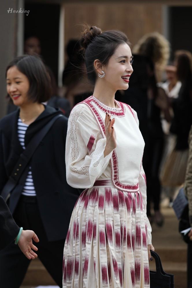Angelababy xinh như công chúa giữa trời Paris - ảnh 15