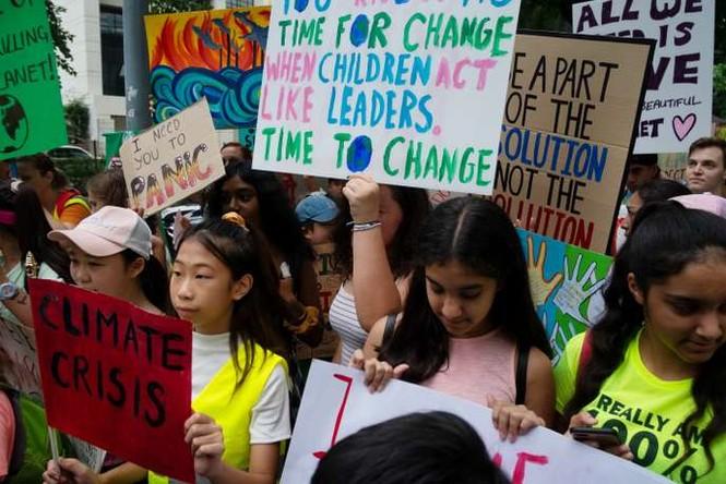 Giới trẻ toàn cầu ủng hộ mạnh mẽ 'chiến binh khí hậu' 16 tuổi Greta Thunberg - ảnh 1
