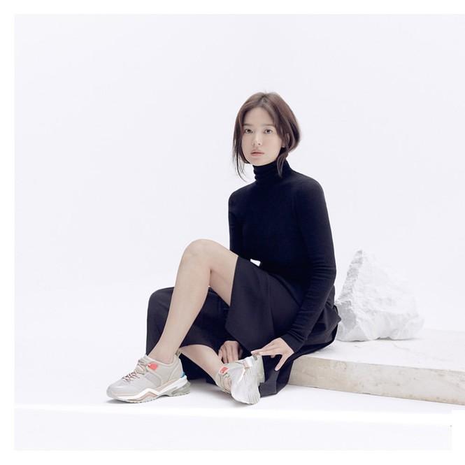 Song Hye Kyo lạnh lùng bí ẩn vẫn đẹp 'không góc chết' - ảnh 1