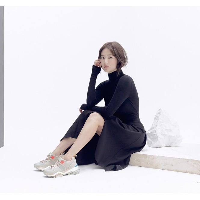 Song Hye Kyo lạnh lùng bí ẩn vẫn đẹp 'không góc chết' - ảnh 2