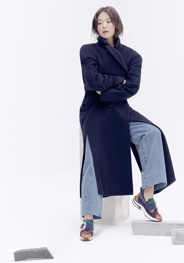Song Hye Kyo lạnh lùng bí ẩn vẫn đẹp 'không góc chết' - ảnh 4