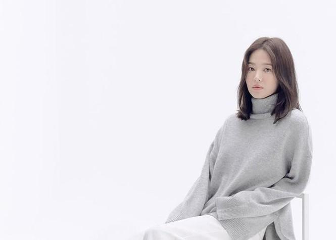 Song Hye Kyo lạnh lùng bí ẩn vẫn đẹp 'không góc chết' - ảnh 10