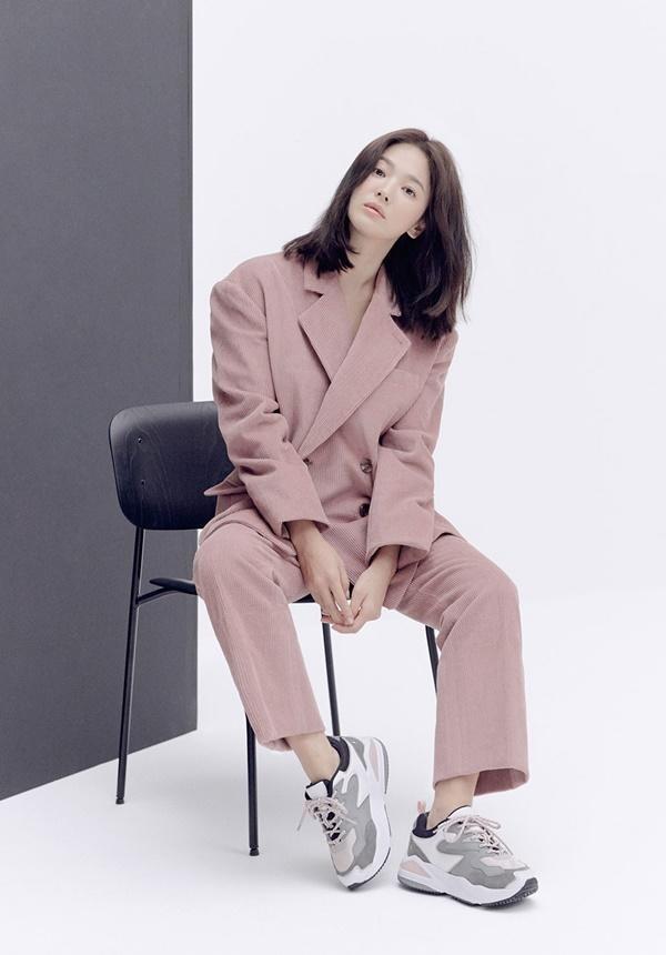 Song Hye Kyo lạnh lùng bí ẩn vẫn đẹp 'không góc chết' - ảnh 9