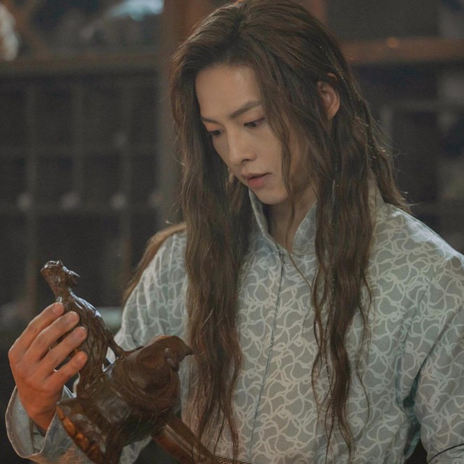 Song Hye Kyo lạnh lùng bí ẩn vẫn đẹp 'không góc chết' - ảnh 13