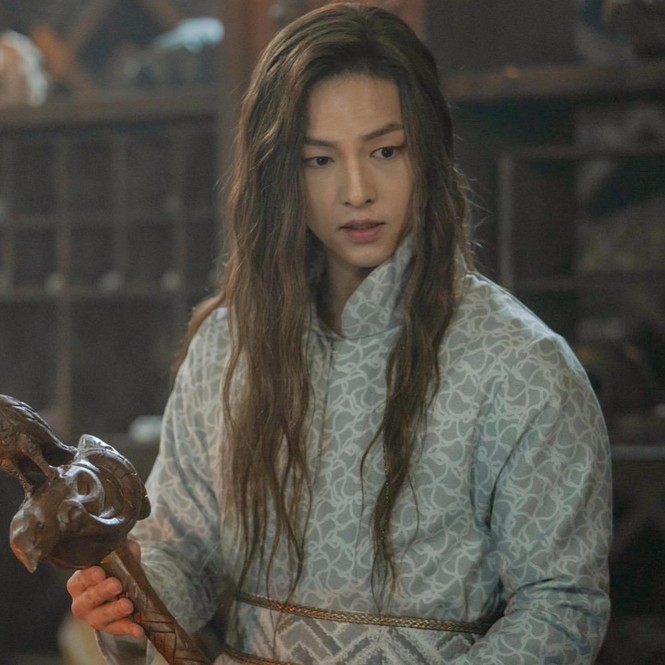 Song Hye Kyo lạnh lùng bí ẩn vẫn đẹp 'không góc chết' - ảnh 14