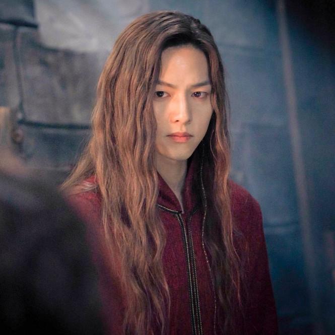 Song Hye Kyo lạnh lùng bí ẩn vẫn đẹp 'không góc chết' - ảnh 11