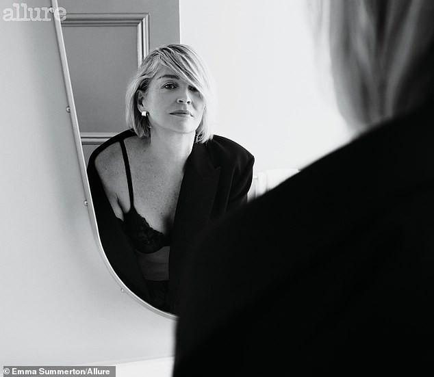 Minh tinh 'Bản năng gốc' Sharon Stone diện nội y táo bạo ở tuổi 61 - ảnh 5