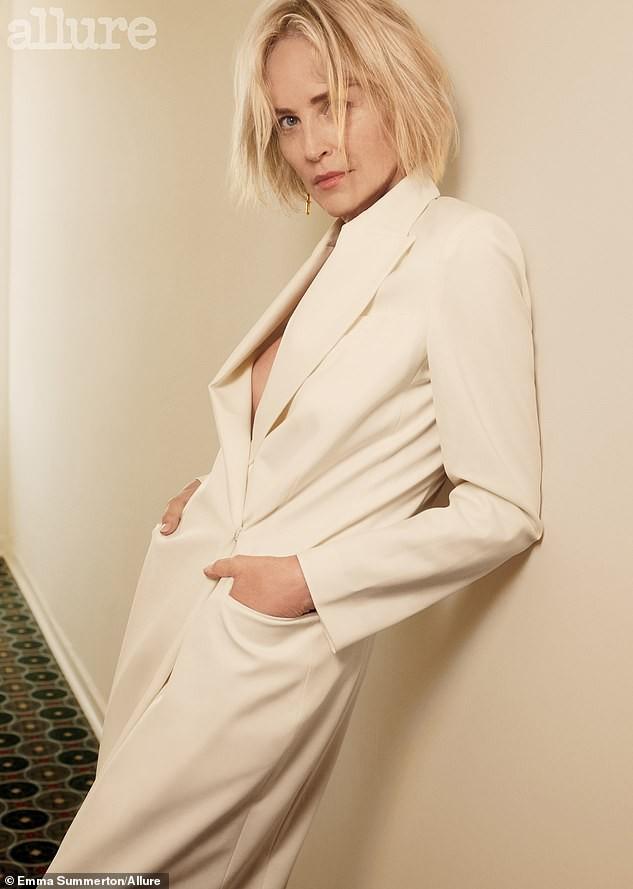 Minh tinh 'Bản năng gốc' Sharon Stone diện nội y táo bạo ở tuổi 61 - ảnh 4