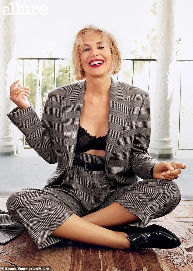 Minh tinh 'Bản năng gốc' Sharon Stone diện nội y táo bạo ở tuổi 61 - ảnh 1
