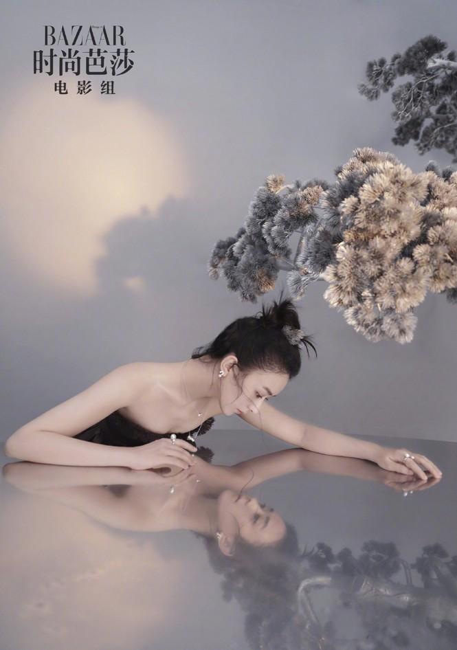 'Gái một con' Triệu Lệ Dĩnh tái xuất đẹp mong manh sương khói - ảnh 6