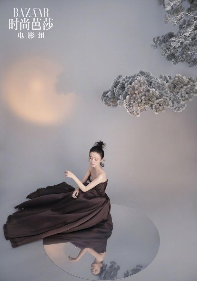 'Gái một con' Triệu Lệ Dĩnh tái xuất đẹp mong manh sương khói - ảnh 4