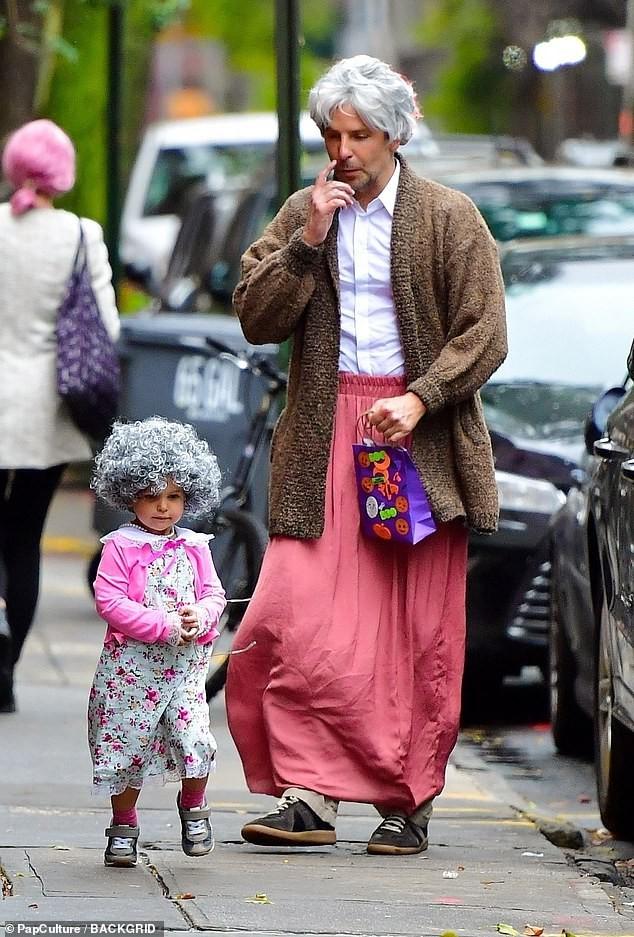 Irina Shayk và con gái hóa trang chuột Minnie dịp Halloween - ảnh 6