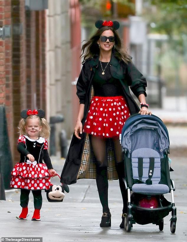 Irina Shayk và con gái hóa trang chuột Minnie dịp Halloween - ảnh 1