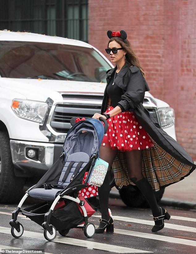 Irina Shayk và con gái hóa trang chuột Minnie dịp Halloween - ảnh 3