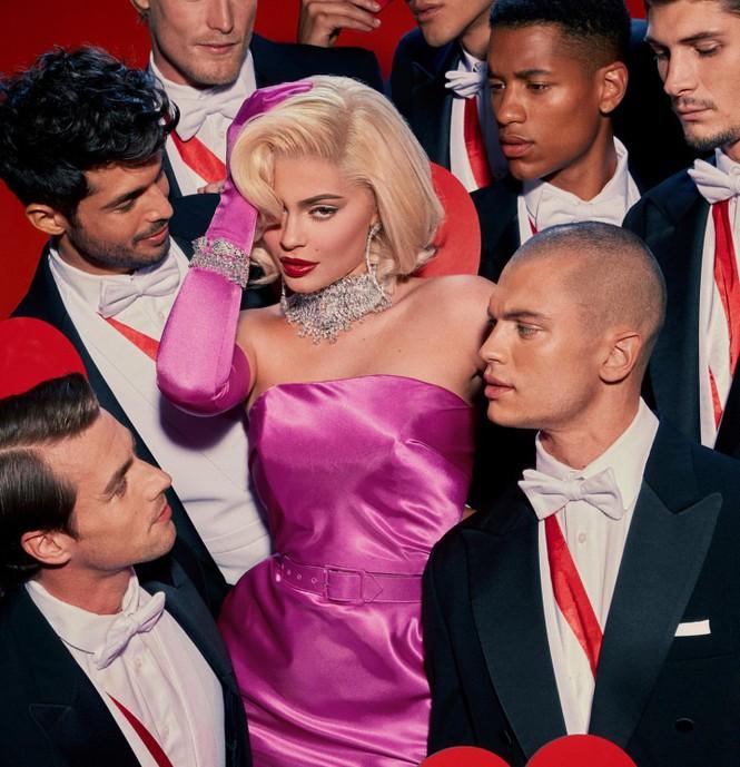Em út tỉ phú nhà Kardashian rực lửa khi hóa thân thành Marilyn Monroe - ảnh 2