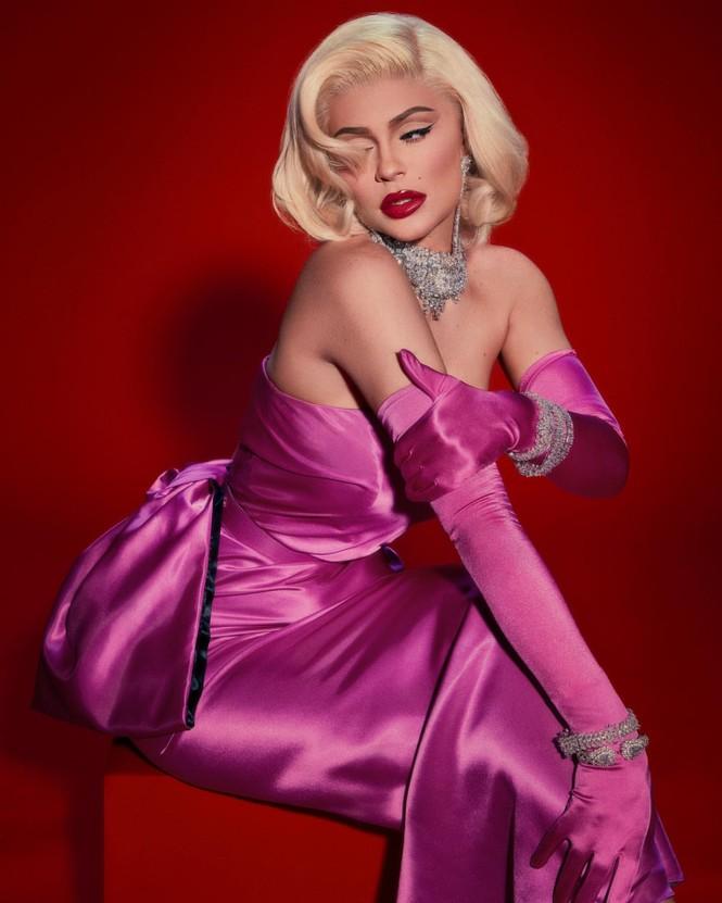 Em út tỉ phú nhà Kardashian rực lửa khi hóa thân thành Marilyn Monroe - ảnh 4
