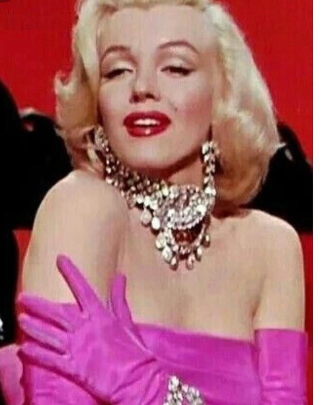 Em út tỉ phú nhà Kardashian rực lửa khi hóa thân thành Marilyn Monroe - ảnh 7
