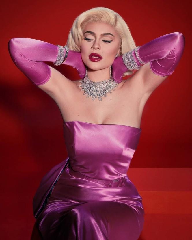Em út tỉ phú nhà Kardashian rực lửa khi hóa thân thành Marilyn Monroe - ảnh 3