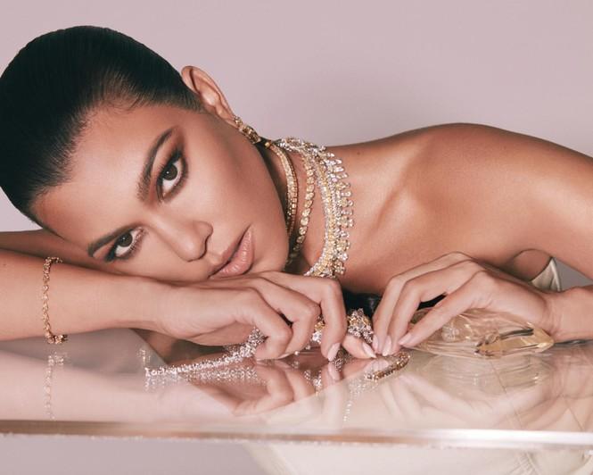 Chị em nhà Kim Kardashian mặc táo bạo đọ sắc nóng bỏng - ảnh 17