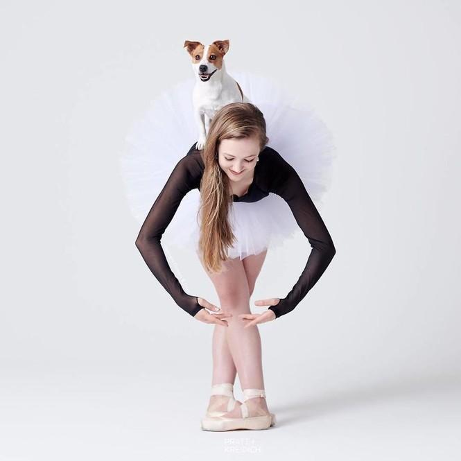 Dàn vũ công ba lê bay bổng tuyệt đẹp cùng những chú chó - ảnh 31