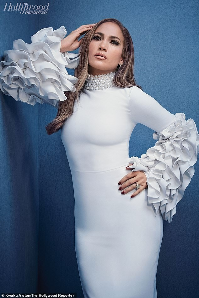 Jennifer Lopez trẻ trung gợi cảm bên hôn phu kém 6 tuổi  - ảnh 11