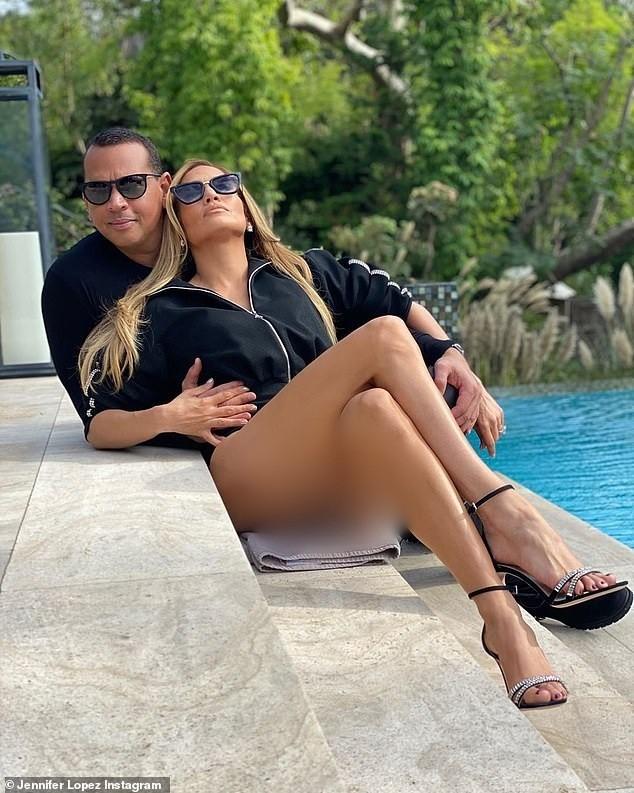 Jennifer Lopez trẻ trung gợi cảm bên hôn phu kém 6 tuổi  - ảnh 1