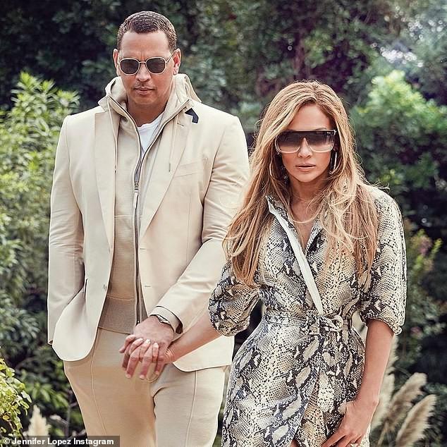Jennifer Lopez trẻ trung gợi cảm bên hôn phu kém 6 tuổi  - ảnh 2