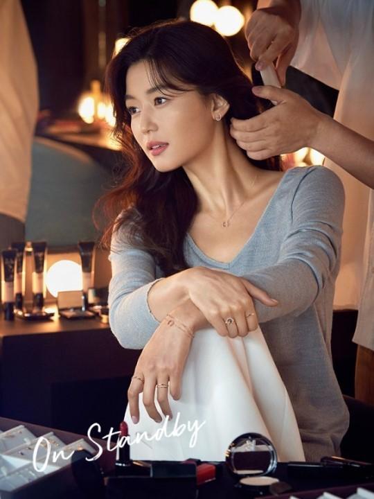Ngỡ ngàng nhan sắc không tuổi của 'cô nàng ngổ ngáo' Jun Ji Hyun - ảnh 4