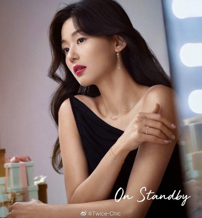 Ngỡ ngàng nhan sắc không tuổi của 'cô nàng ngổ ngáo' Jun Ji Hyun - ảnh 5