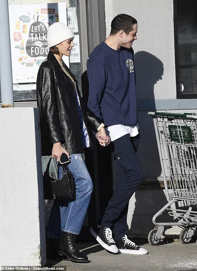 Con gái 18 tuổi của Cindy Crawford hẹn hò tình cũ của Ariana Grande - ảnh 2