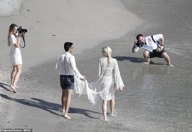 Thiên thần nội y mặc áo tắm nồng nàn bên hôn phu trước ngày cưới - ảnh 6