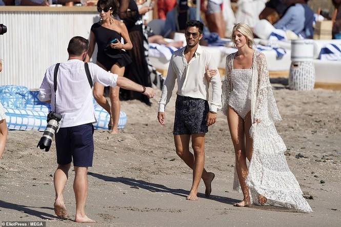 Thiên thần nội y mặc áo tắm nồng nàn bên hôn phu trước ngày cưới - ảnh 7