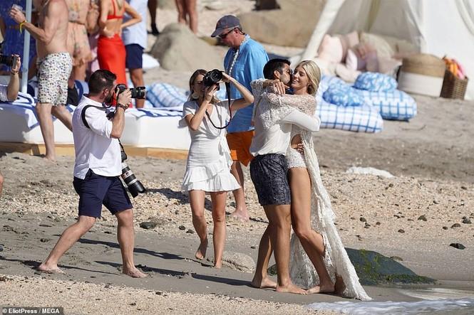 Thiên thần nội y mặc áo tắm nồng nàn bên hôn phu trước ngày cưới - ảnh 12