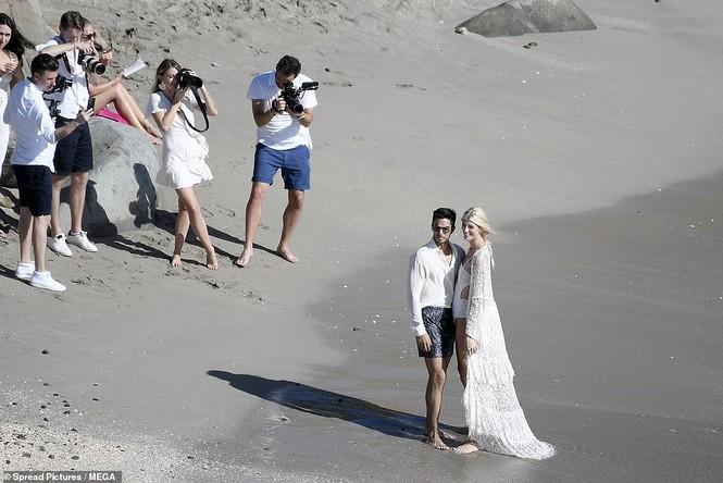 Thiên thần nội y mặc áo tắm nồng nàn bên hôn phu trước ngày cưới - ảnh 13
