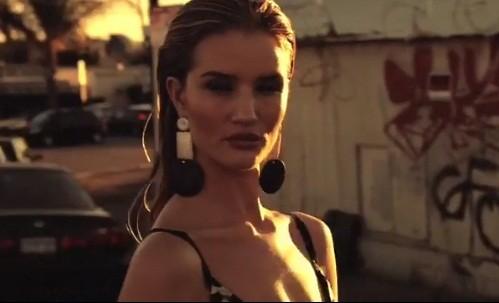Bạn gái 'Người vận chuyển' cực chất trên Bazaar Hy Lạp - ảnh 9