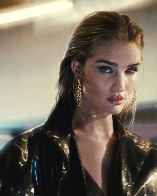 Bạn gái 'Người vận chuyển' cực chất trên Bazaar Hy Lạp - ảnh 4